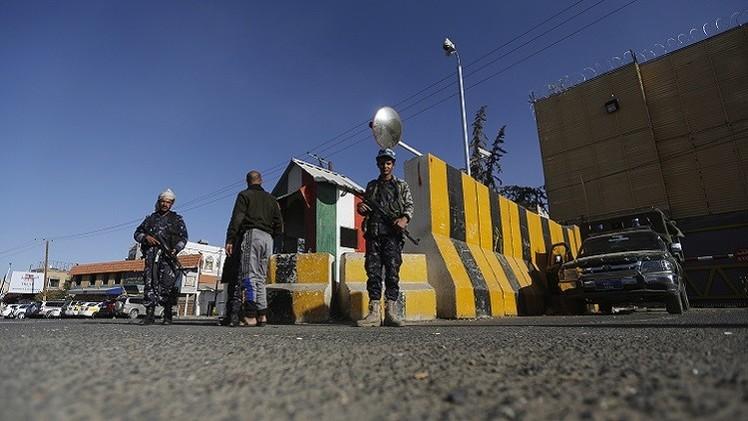 الإمارات تلحق بالسعودية ودول أخرى وتغلق سفارتها في صنعاء