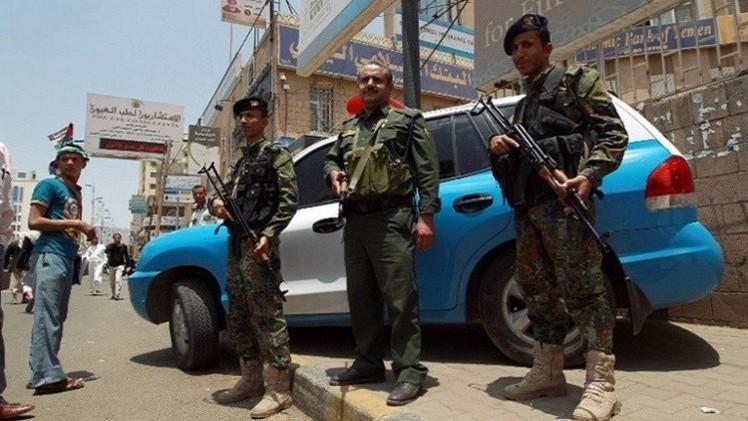 مقتل ضابط يمني في لحج وإصابة 4 أشخاص في حضرموت