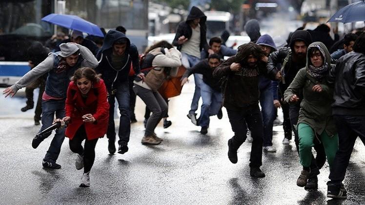 الشرطة التركية تفرق محتجين على التأثير الديني في المدارس