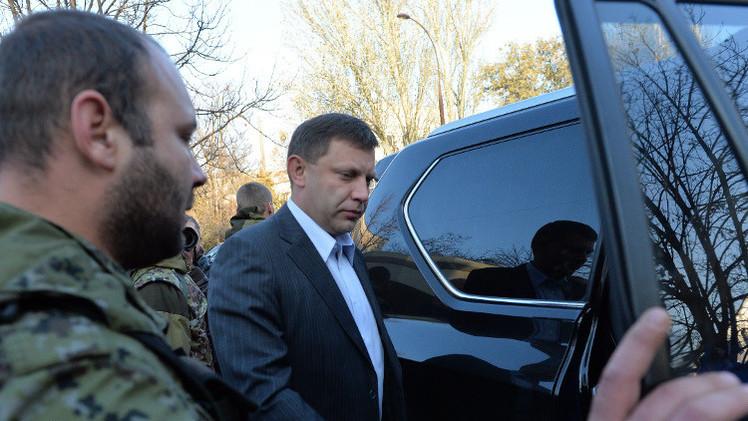 رئيس جمهورية دونيتسك يوقع قرار وقف اطلاق النار بدءا من منتصف الليلة