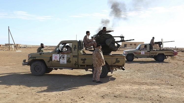 الجيش الليبي يحكم السيطرة على ميناء بنغازي وحقلي نفط وسط البلاد