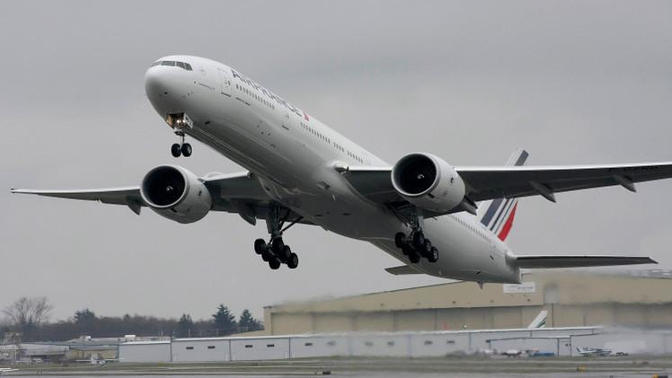 طائرة AIR FRANCE تهبط اضطراريا في روسيا بعد تعطل محركها
