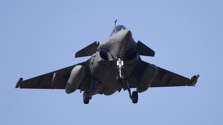 فرنسا توقع مع مصر صفقة توريد 24 طائرة من طراز