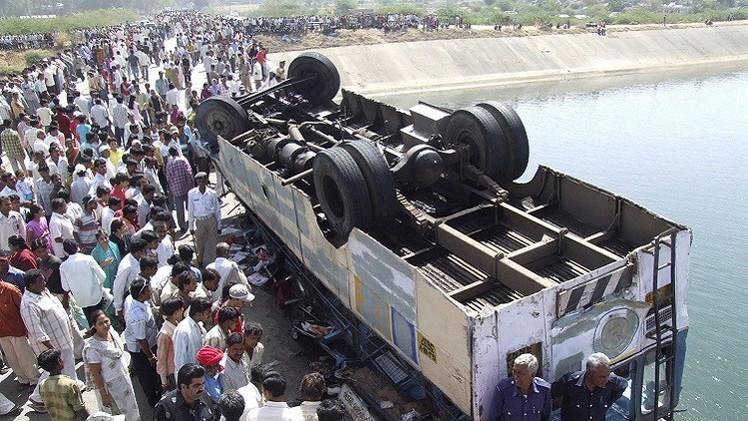 الهند.. مقتل 10 اشخاص وإصابة 50 آخرين بسقوط حافلة في واد ضيق