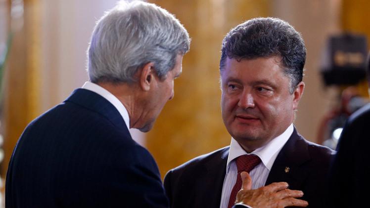 بوروشينكو يبحث مع كيري الوضع في دونباس.. وواشنطن تدعو للالتزام باتفاقية مينسك