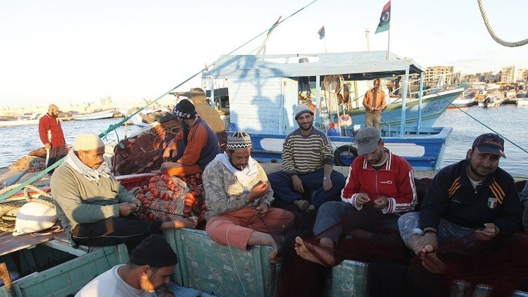 الإفراج عن 21 صيادا مصريا كانوا محتجزين بليبيا