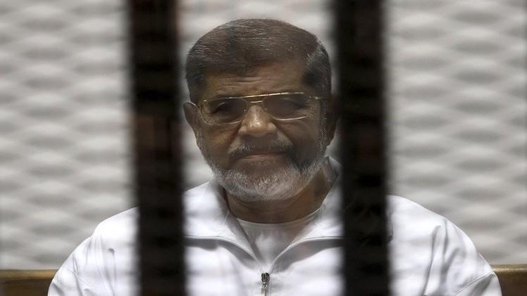 النيابة المصرية تنفي تحويل مرسي والشاطر لمحكمة عسكرية وتؤكد إحالة بديع والبلتاجي