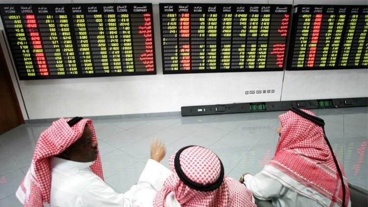 تباين الأسواق الخليجية مع ترجع أسعار النفط