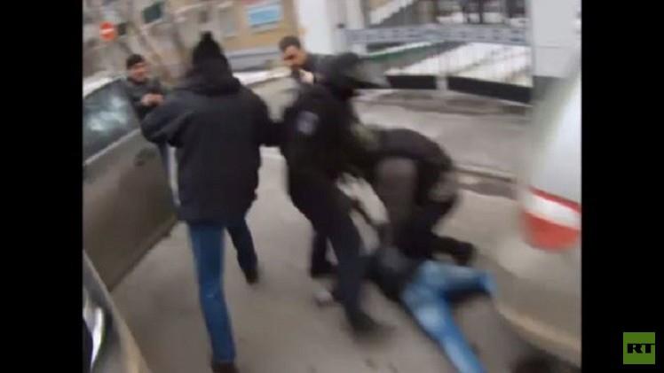 بالفيديو.. مطاردة في شوارع موسكو للقبض على عصابة إجرامية