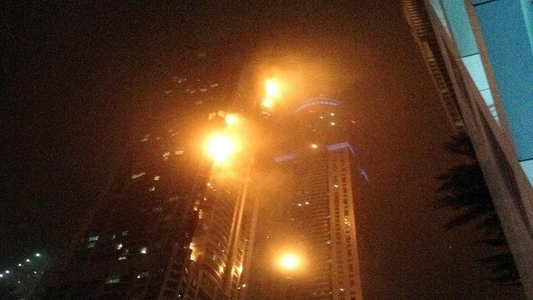 مقتل 10 أشخاص وإصابة 8 آخرين في حريق أحد أبراج دبي (فيديو)