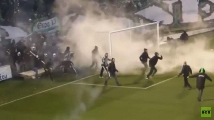 بالفيديو..أعمال العنف تندلع في أثينا قبل مباراة بكرة القدم