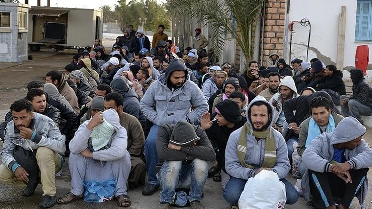 تونس.. إجلاء 564 مصريا فارين من المعارك في ليبيا