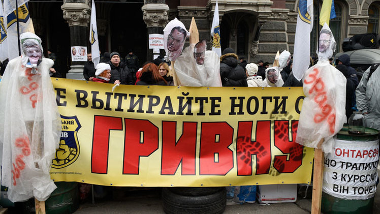 الأزمة في أوكرانيا تثقل كاهل اقتصادها وعملتها تنهار
