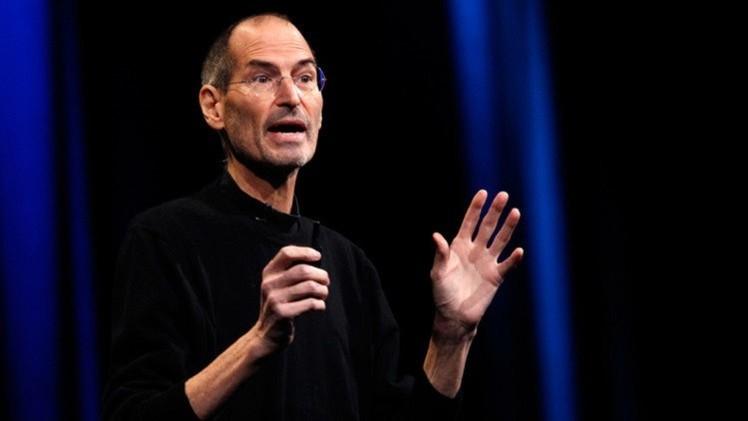 وفاة ستيف جوبز أحد مؤسسي شركة