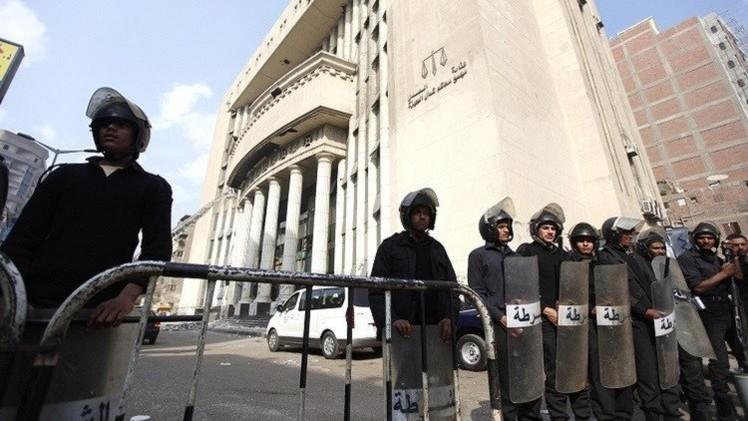 حبس ضابطين بتهمة قتل محام في القاهرة
