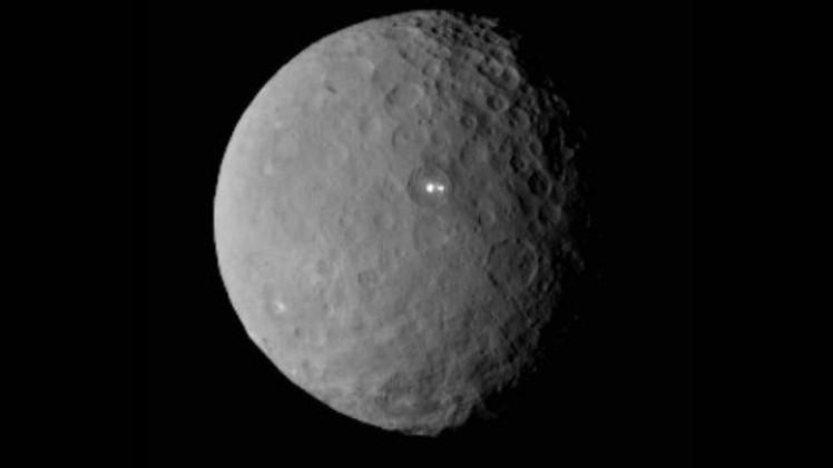 أضواء ساطعة على سطح الكوكب سيريس تحير علماء ناسا