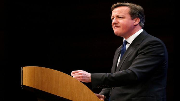 كاميرون يتعهد بملاحقة المتطرفين في بريطانيا