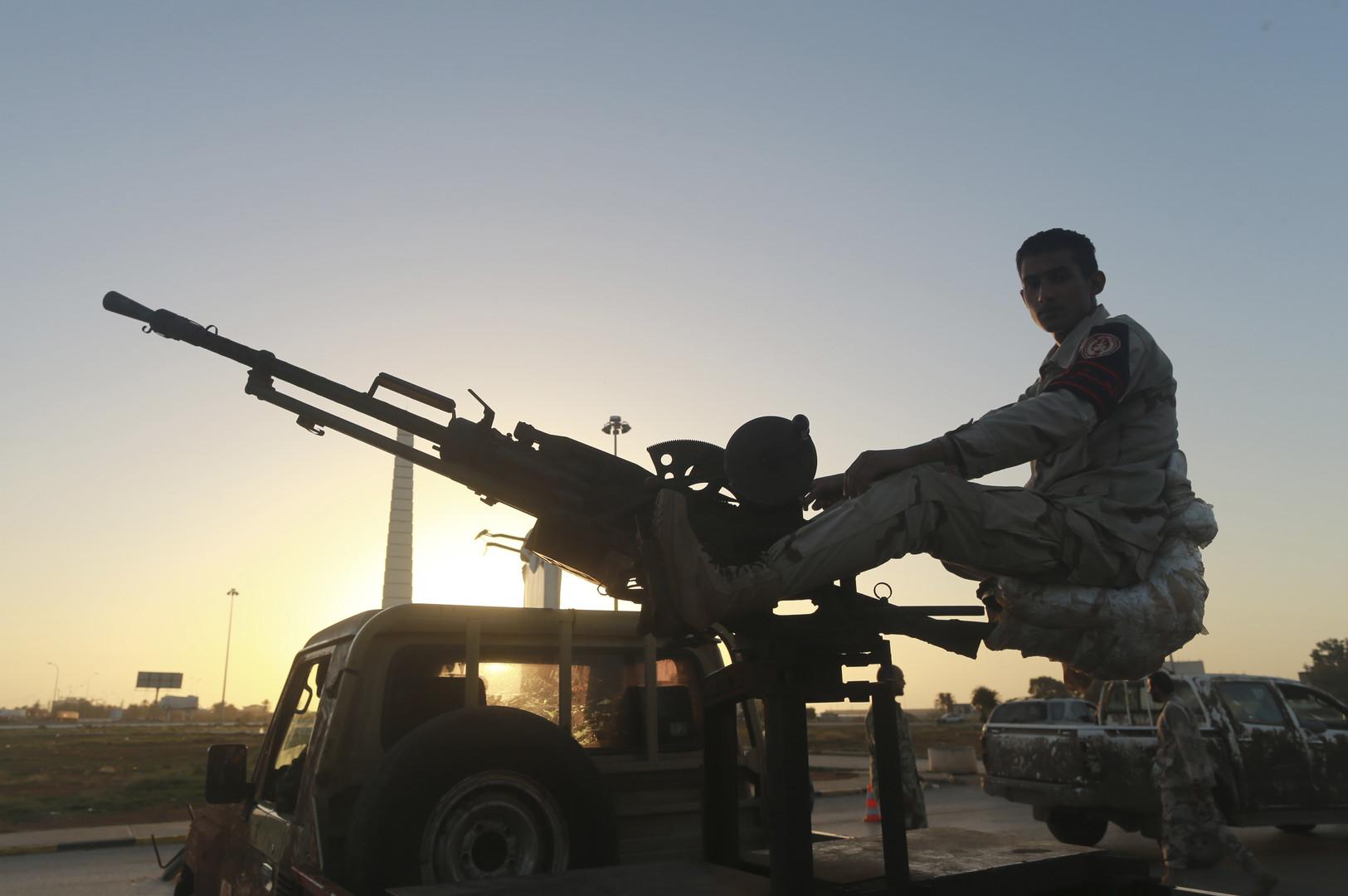 ليبيا.. مقتل 11 جنديا قرب درنة واشتباكات عنيفة قرب ميناء السدرة
