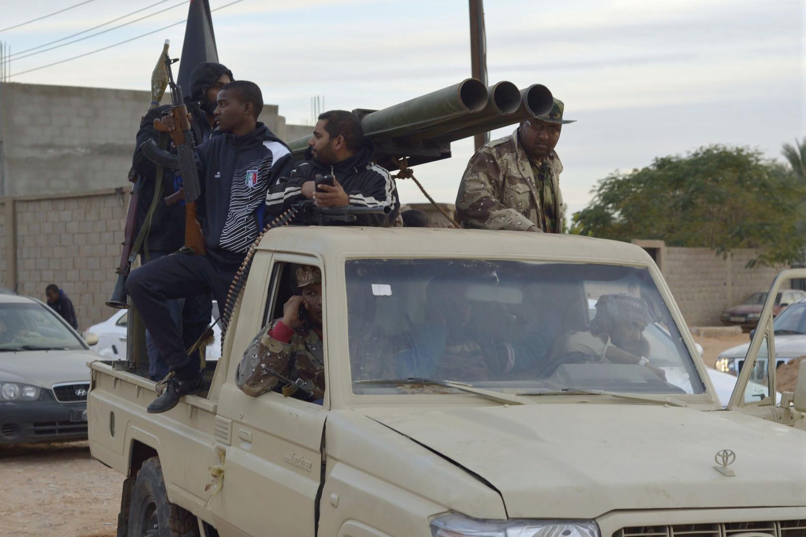 مقتل 13 شخصا بينهم أجانب بهجوم على حقل نفطي في ليبيا