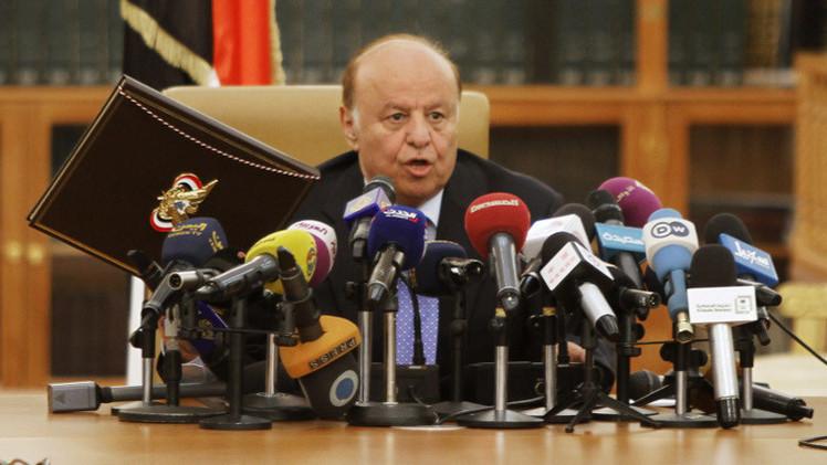 هادي يدعو لنقل الحوار إلى الرياض.. ومقتل 12 شخصا من الحوثيين