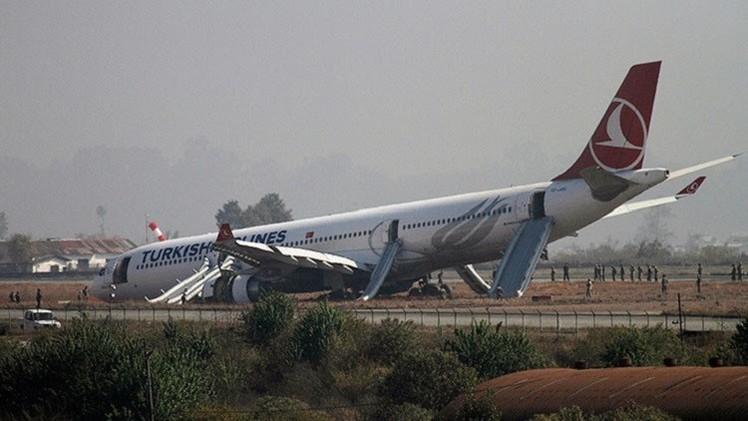 بالفيديو.. انزلاق خطر لطائرة ركاب تركية في نيبال