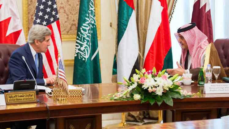 كيري يلمح لتعامل آخر مع طهران ويلوح بالضغط العسكري على الأسد