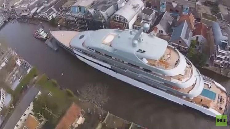 بالفيديو من هولندا.. لقطات لأكبر وأفخم يخت في العالم
