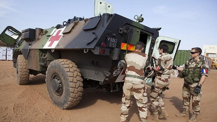 5 قتلى بينهم فرنسي بهجوم في مالي.. وهولاند يعرض المساعدة