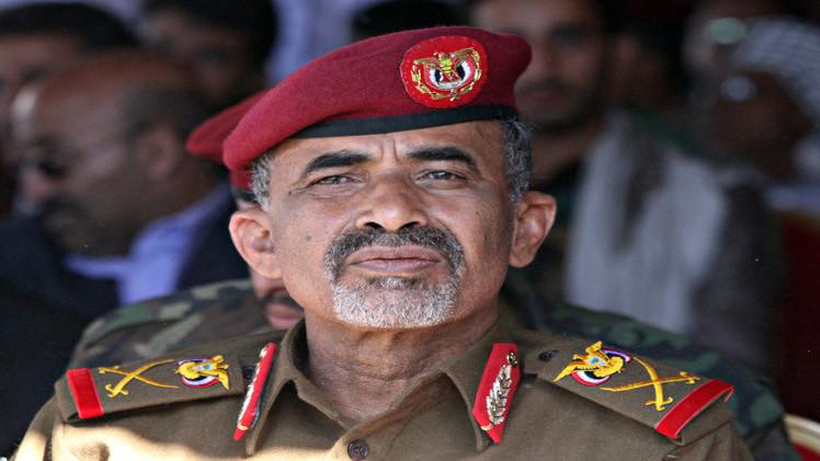 وزير الدفاع اليمني يصل عدن بعد فراره من صنعاء