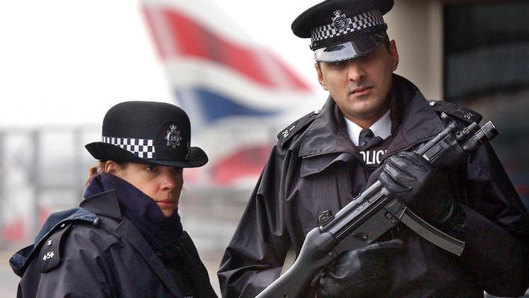 قوانين بريطانية تمنع سفر أشخاص يحتمل انضمامهم إلى