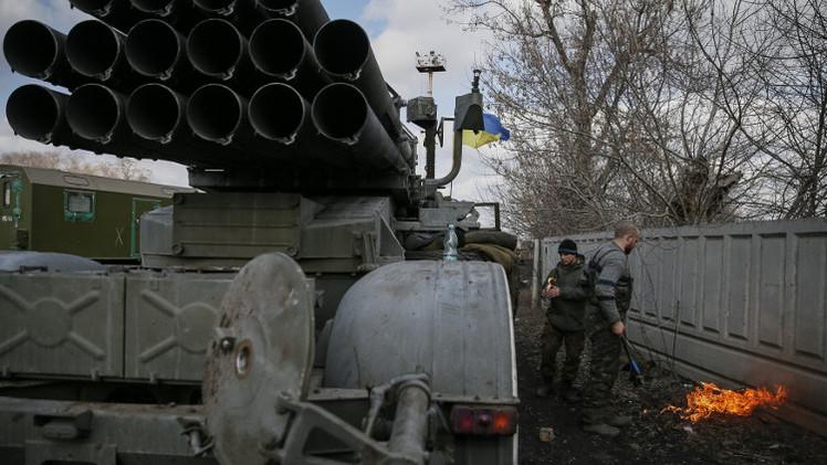 كييف ترفض سحب كامل أسلحتها الثقيلة من خطوط التماس