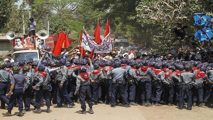 اشتباكات في ميانمار بين الشرطة والطلاب (فيديو)