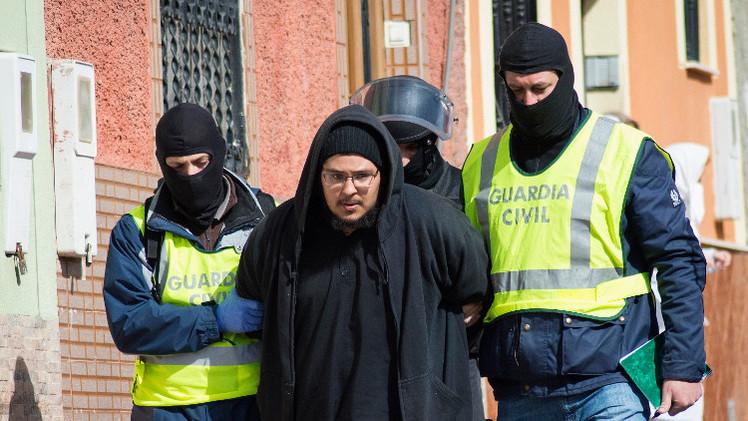 الشرطة الإسبانية تعتقل شخصين مشتبه بتدبيرهما  أعمالا إرهابية (فيديو)