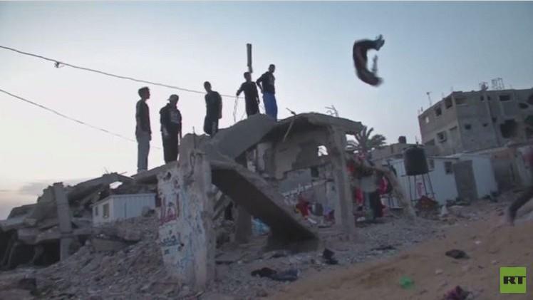 بالفيديو من فلسطين.. سكان غزة يمارسون الباركور على أطلال الحرب