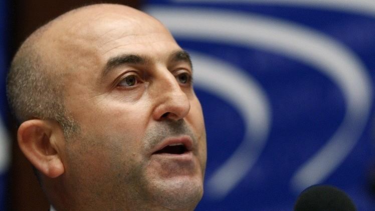 تركيا تعتقل أجنبيا ساعد 3 بريطانيات على الالتحاق بـ