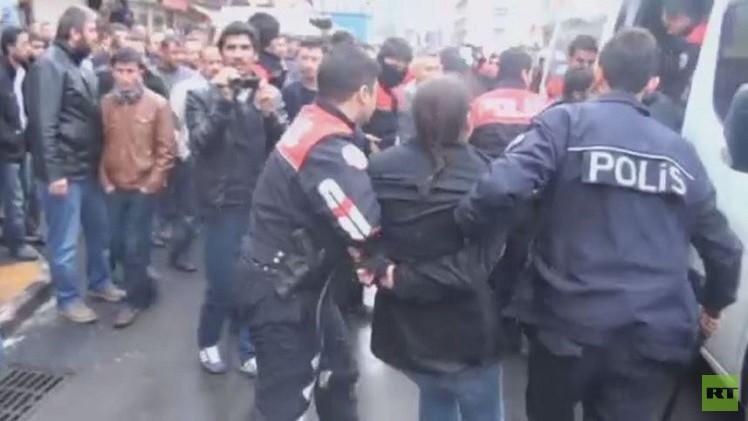 بالفيديو.. اعتقال عشرات المتظاهرين جنوب شرقي تركيا