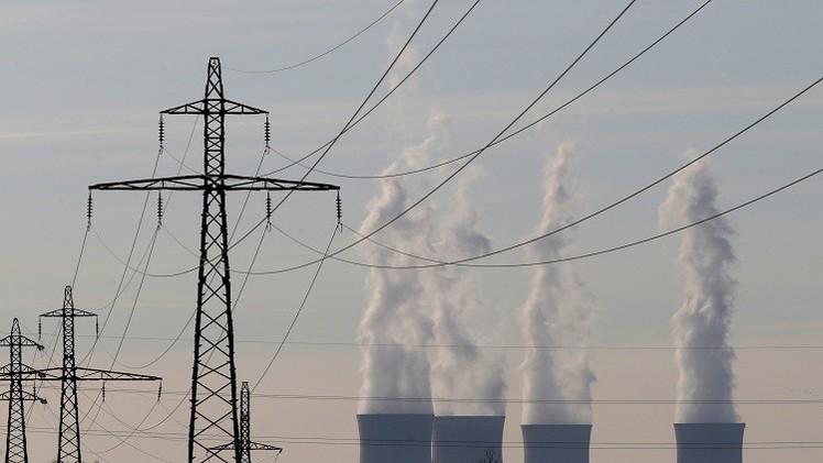 اتفاقات بمجال النفط والكهرباء يعقدها قيادي من
