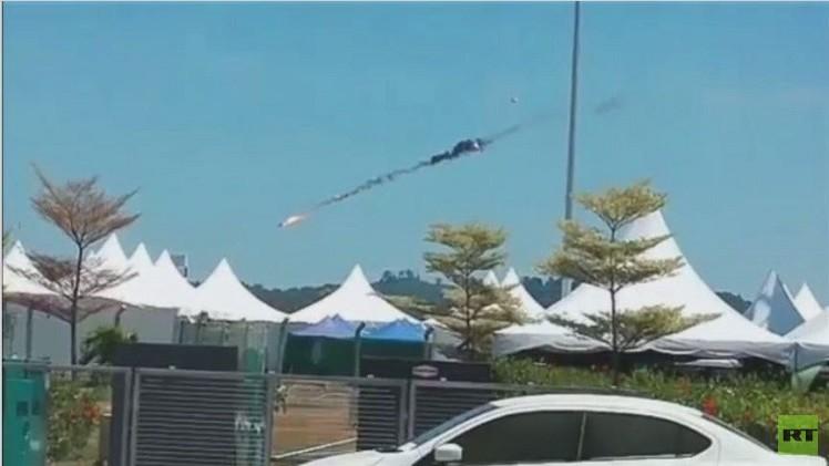 بالفيديو.. لحظة تصادم طائرتين في أجواء ماليزيا