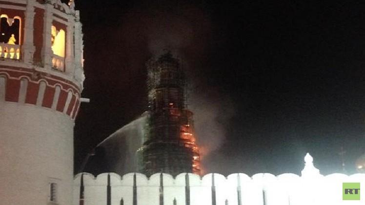 بالفيديو.. حريق في دير روسي قديم بموسكو