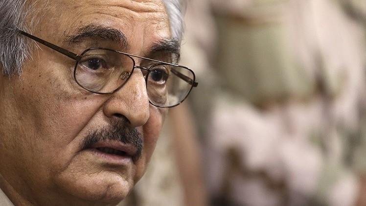 حفتر يتعهد بتحرير بنغازي خلال شهر