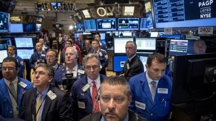 المؤشرات الأمريكية تنخفض قبيل بيان الفيدرالي الأمريكي