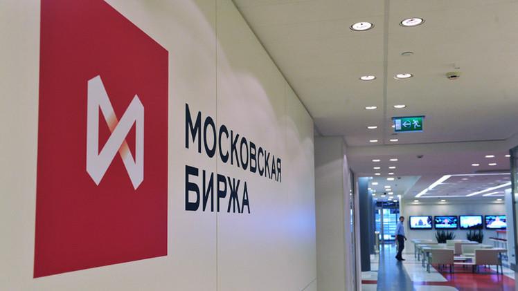 مؤشرات بورصة موسكو تتباين بعد هبوط أسعار النفط