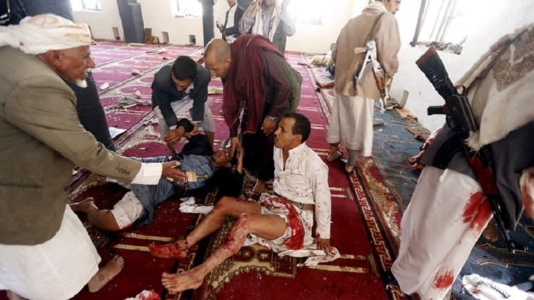 بالفيديو.. لحظة التفجير الانتحاري في أحد مساجد صنعاء