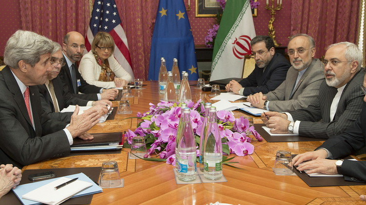 كيري يصف المفاوضات مع إيران في لوزان بـ