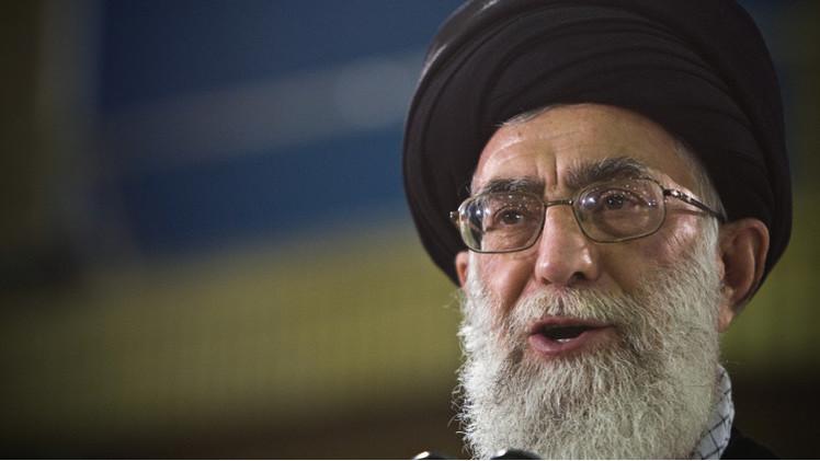 خامنئي: واشنطن تقف وراء خفض اسعار النفط لتحريض الشعب الإيراني على حكومته