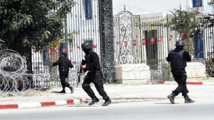 جنرال كولومبي فقد زوجته وابنه في هجوم تونس يطالب بالقصاص