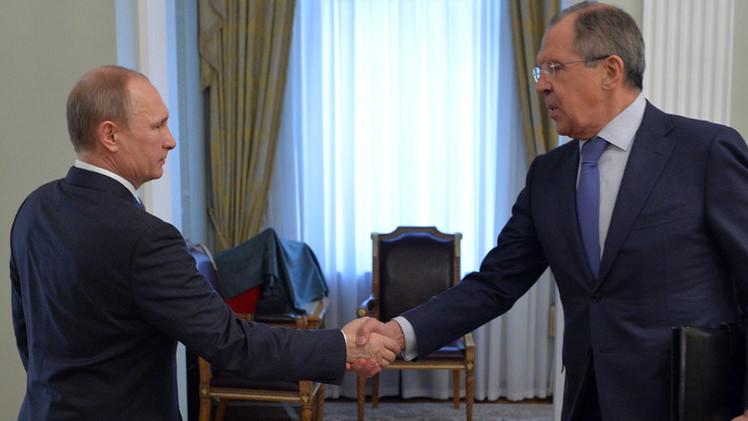 بوتين يكرم لافروف في عيد ميلاده الـ65