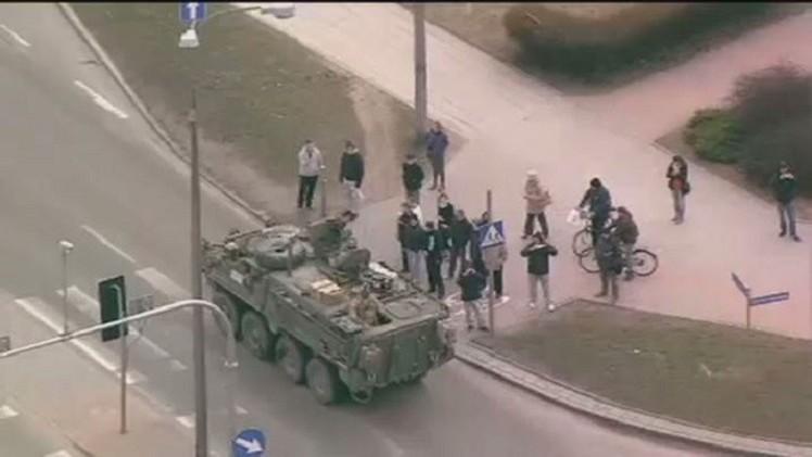 قافلة عسكرية أمريكية تعبر أراضي بولندا (فيديو)