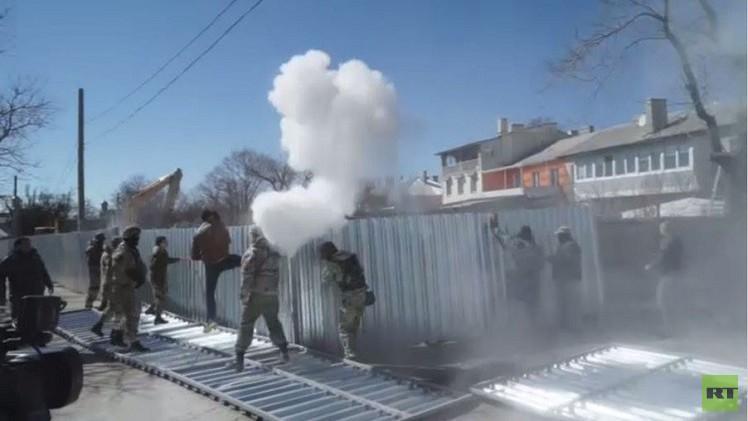 اشتباكات بمشاركة قوميين متشددين في مدينة أوديسا الأوكرانية (فيديو)