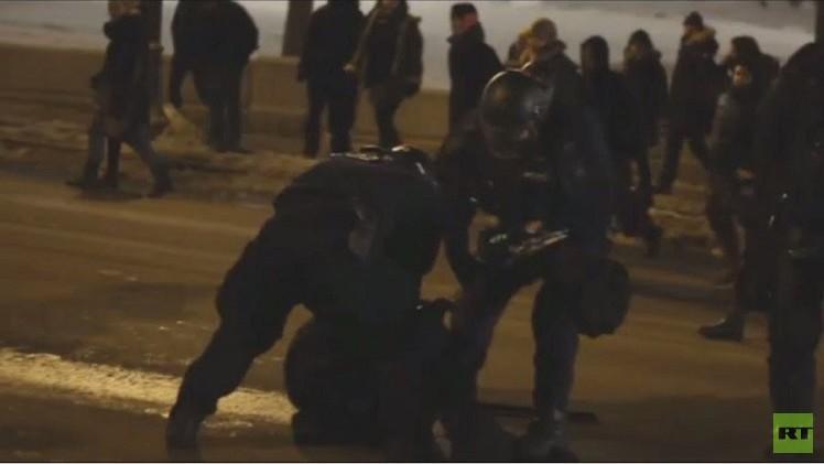 الشرطة الكندية تفرق محتجين على سياسة التقشف في الكيبك (فيديو)